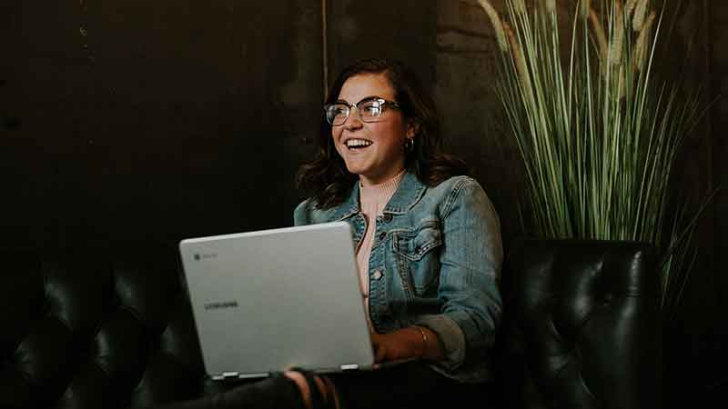 wp engine affiliate review - woman using a laptop