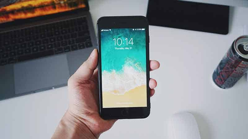 phone case affiliate programs - hand holding smartphone