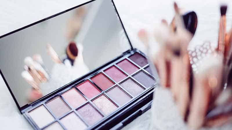 7 Makeup Affiliate Programs To Make