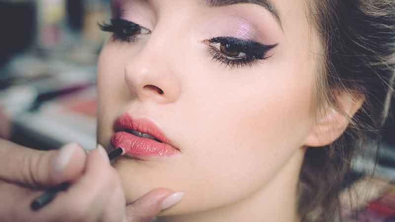 makeup affiliate programs - woman using makeup
